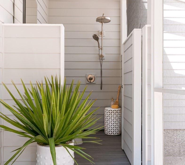 6 Of The Best Diy Outdoor Shower Ideas Decks Com By Trex